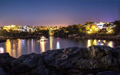 Appartementen aan baai in Mallorca van Bas van der Spek
