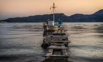 Oude Vissersboot op Milos van Mario Calma