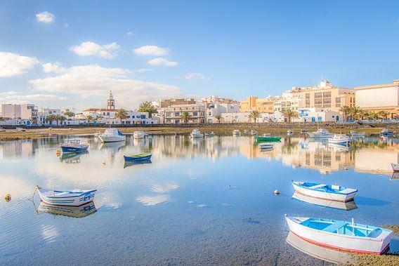De oude binnenhaven van Arrecife op Lanzarote van Harrie Muis