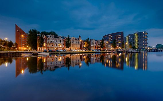 Groningen Oosterhaven in het blauwe uur van Koos de Wit