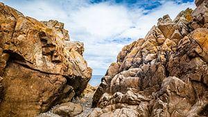 Rotsen voor de kust van Bretagne.