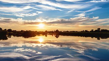 Onlanden :  Zonsondergang symmetrisch sur R Smallenbroek