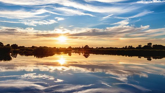 Onlanden :  Zonsondergang symmetrisch