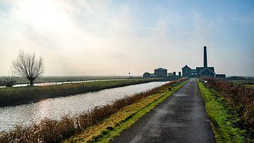 Das Dampfpumpwerk von Nijkerk, aufsteigender Nebel. von ByOnkruud