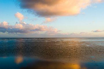 Sonnenuntergang auf dem Wattenmeer von Manja Herrebrugh - Outdoor by Manja