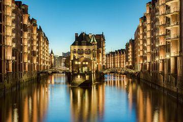 Le château entouré d'eau de Hambourg sur Michael Valjak