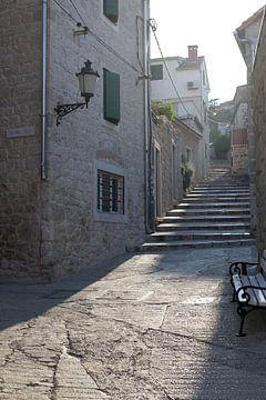 Gezellig steegje in Dubrovnik van Kristof en Petra