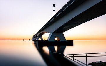 Zeelandbrug Sonnenuntergang von Michel van den Hoven