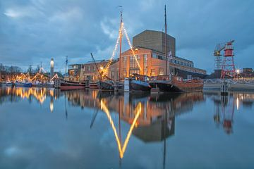 Haven van Den Helder tijdens het blauwe uur.