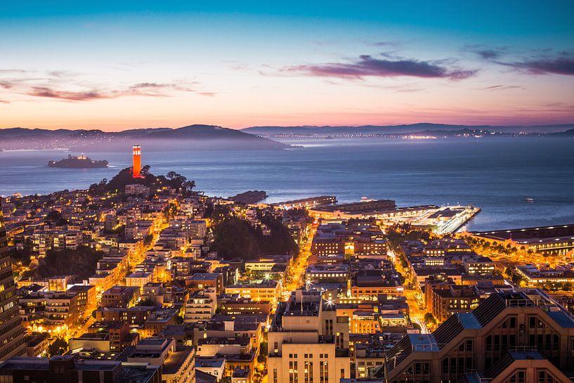 Coit Tower und Alcatraz in San Francisco von Atelier Liesjes