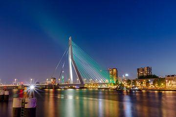 Die Erasmus-Brücke in grün-weiß-grün von Pixxi Hut |  Jaimie