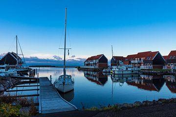 Blick auf den Hafen von Klintholm Havn in Dänemark sur Rico Ködder