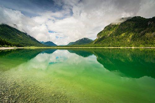 Lake Sylvenstein van Martin Wasilewski