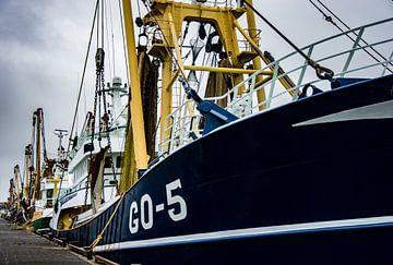 Schiffe im rauen Hafen von IJmuiden. von scheepskijkerhavenfotografie