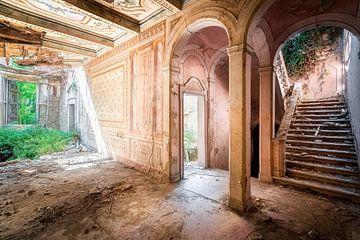 Verlassene Villa in starkem Verfall. von Roman Robroek