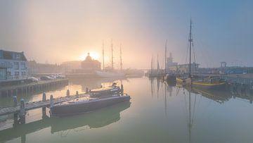 Harlingen, Sonne und Nebel von Edwin Kooren