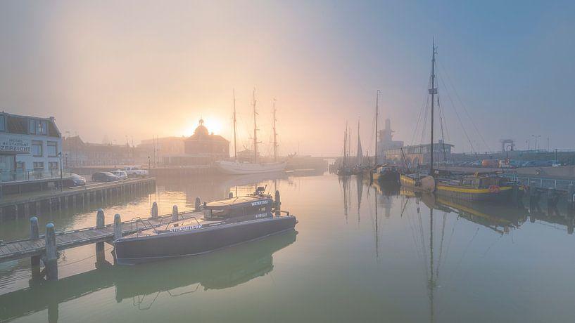 Harlingen, soleil et brouillard sur Edwin Kooren