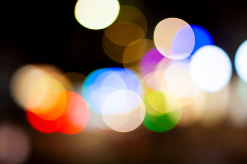 Abstract straatbeeld in de avond 2/4 van Mario Verkerk