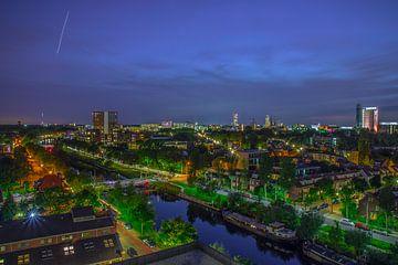 Skyline van Tilburg gezien vanuit Piushaven in de avond