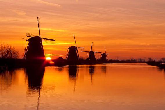 Windmolens te Kinderdijk bij zonsopkomst