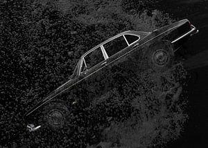 Jaguar XJ Series 1 in zwart diep water