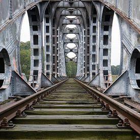 De verlaten brug van Ben van Sambeek