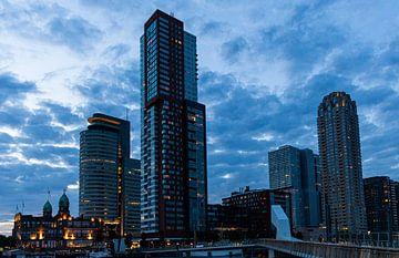 Architecture Rotterdam à la nuit tombée sur Gerard Lakerveld