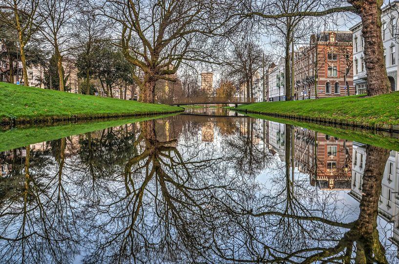 Rotterdam: spiegeling in de Westersingel van Frans Blok