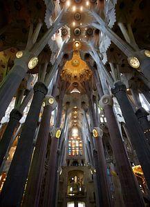 Sagrada Famillia van binnen van Giovanni de Deugd