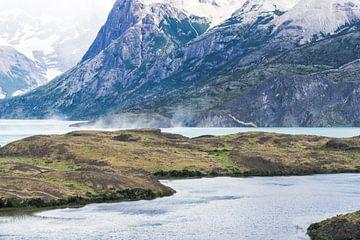 Lago Grey en Torres del Paine Massif van Shanti Hesse