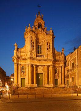Barockkirche Basilika della Collegiata bei Abenddämmerung, Catania, Sizilien, Italien