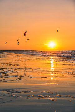 Sunset Kitesurfen auf Vrouwenpolder 2 von Andy Troy