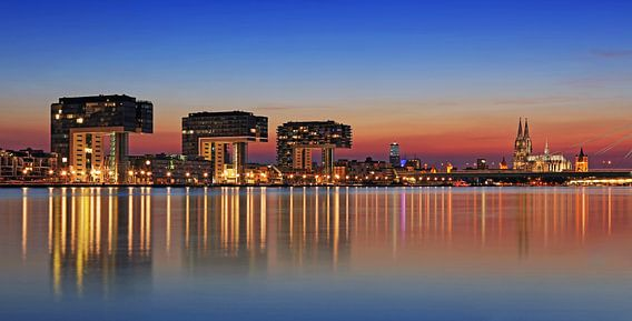 Keulen skyline op het blauwe uur