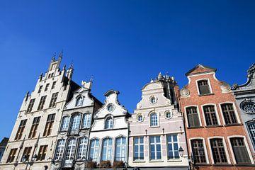 Fassaden von Gebäuden aus dem 18. Jahrhundert auf dem Grote Markt in Mechelen von Peter de Kievith Fotografie