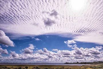 Stratuswolken über dem Grevelingensee von Brian Morgan