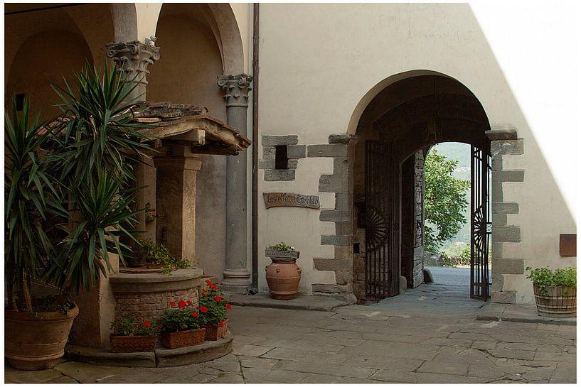 Binnenplaats van Castello del Trebbio van Ronald Hulsebos