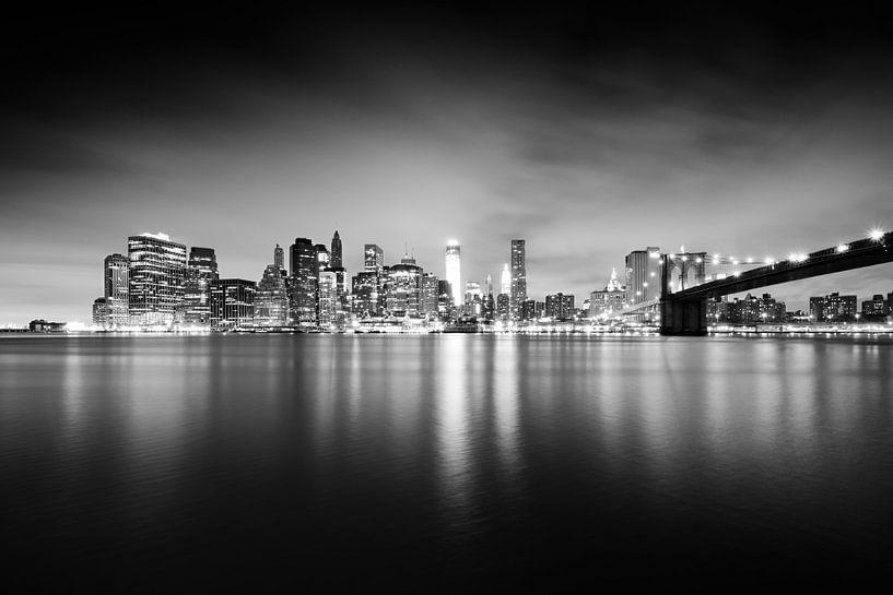 New York City Skyline at Night van Alexander Voss