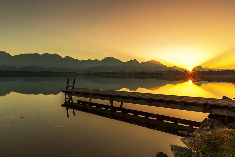 Une jetée idyllique au coucher du soleil sur Frank Herrmann