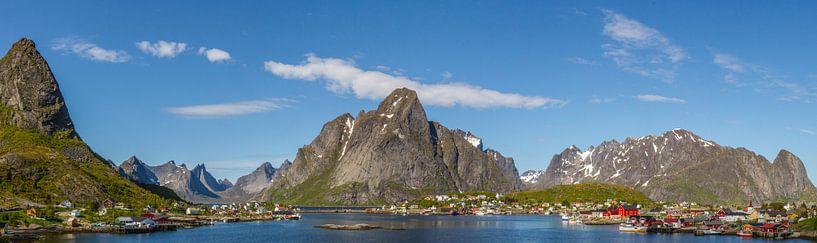 Panoramafoto van Reine, Lofoten, Noorwegen van Dirk Jan Kralt