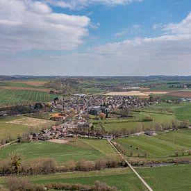 Vue aérienne du village de Partij dans le sud du Limbourg sur John Kreukniet