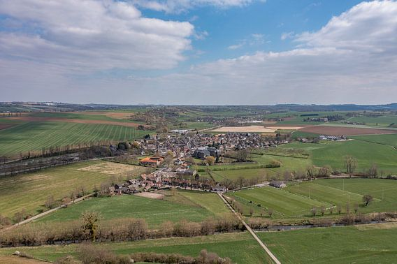 Luchtfoto van dorpje Partij in Zuid-Limburg