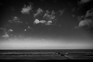 Zeezicht met wolken en golven van Rene  den Engelsman