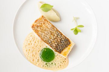 Geroosterde zeebaars met artisjok crème, basilicum en Verjus van