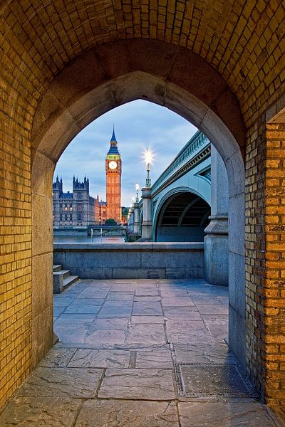 Big Ben gezien vanaf tunnel te Londen van Anton de Zeeuw