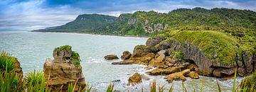 Baai bij de Pancake rocks, Nieuw Zeeland van Rietje Bulthuis