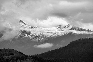 Montagnes en noir et blanc sur Arjen Roos