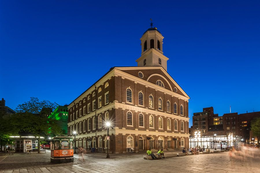 BOSTON Faneuil Hall in de avond van Melanie Viola