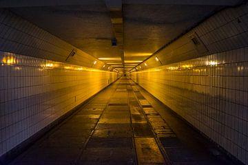 In einem Tunnel von Fred Leeflang