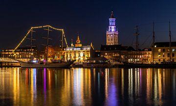 De stad Kampen gedurende zonsondergang met de IJssel. van Daan Kloeg