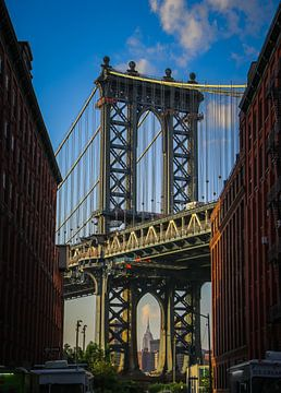 Manhattan Bridge - empire state building New York van Martin Albers Photography